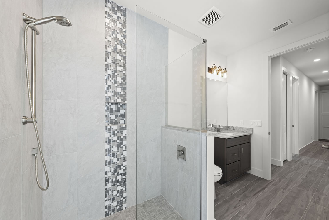 027_guest_bathroom_3_of_3