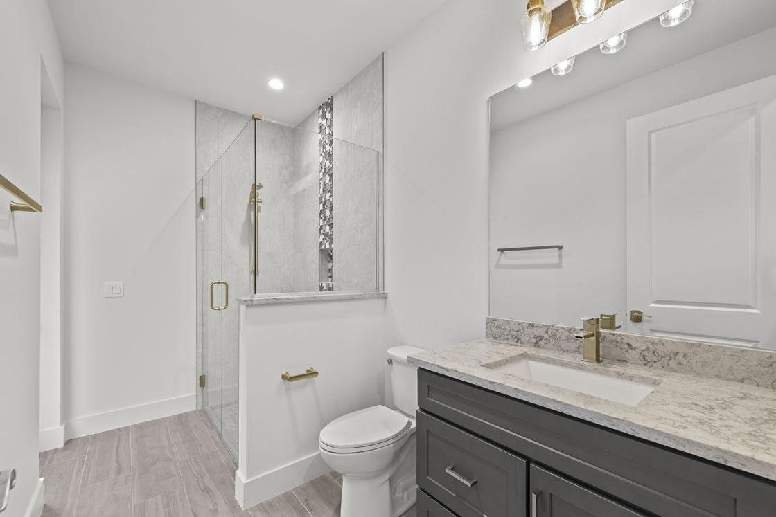 035_guest_bathroom_2_of_2